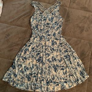 Love tree blue and white floral dress. Size: small